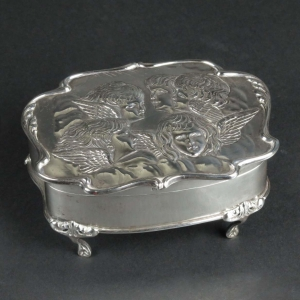 Reynolds Angels sterling silver box, Henry Matthews, Chester, 1904